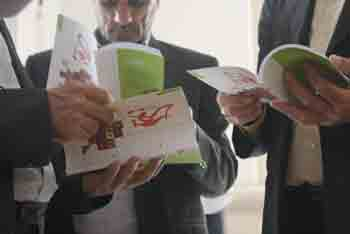 http://aamout.persiangig.com/image/Book-Fair-26-Tehran/920216/0028.JPG