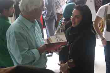 http://aamout.persiangig.com/image/Book-Fair-26-Tehran/920219/0027.JPG