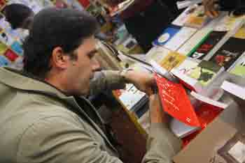 http://aamout.persiangig.com/image/Book-Fair-26-Tehran/920219/0028.JPG