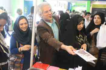 http://aamout.persiangig.com/image/Book-Fair-26-Tehran/920219/0041.JPG