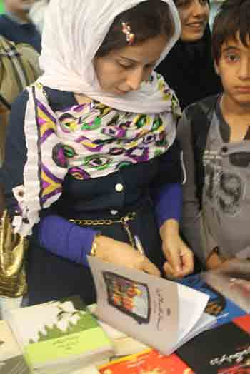 http://aamout.persiangig.com/image/Book-Fair-26-Tehran/920220/0029.JPG