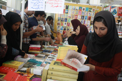 http://aamout.persiangig.com/image/book-fair-27-tehran/930211/Picture-011.jpg