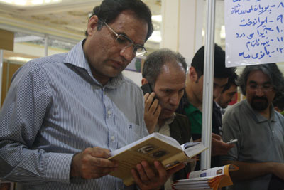 http://aamout.persiangig.com/image/book-fair-27-tehran/930211/Picture-016.jpg