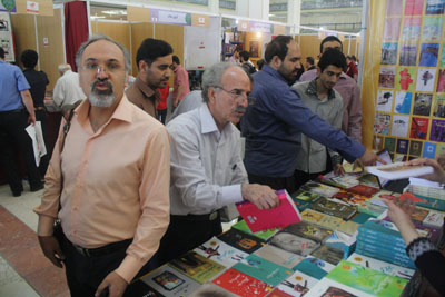 http://aamout.persiangig.com/image/book-fair-27-tehran/930215/002.JPG