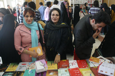 http://aamout.persiangig.com/image/book-fair-27-tehran/930215/0020.JPG