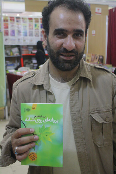 http://aamout.persiangig.com/image/book-fair-27-tehran/930218/0040.JPG