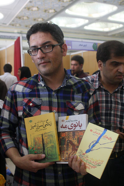 http://aamout.persiangig.com/image/book-fair-27-tehran/930219/0014.JPG